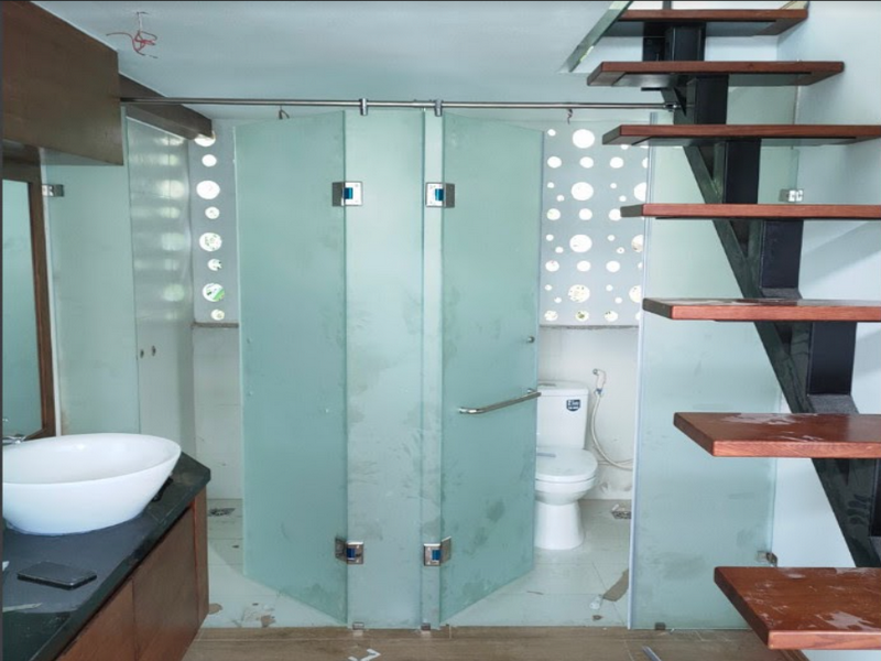 Phòng tắm kính cường lực phun cát
