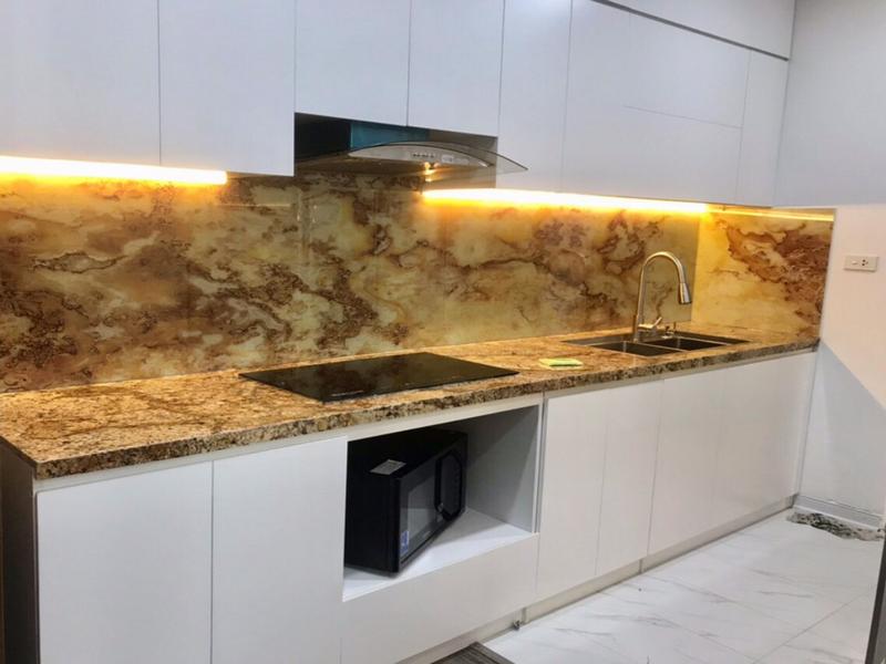 Kính chịu nhiệt ốp bếp vân đá 3D