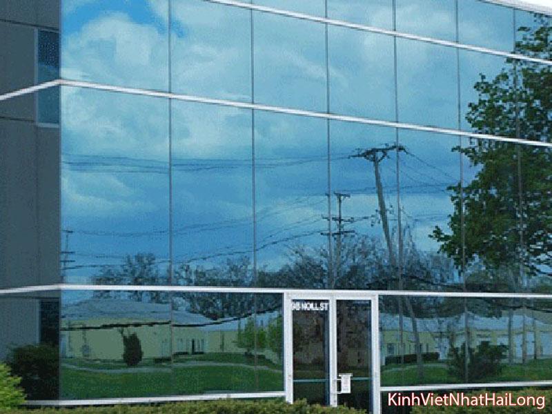 07 ứng dụng cửa kính cường lực 1 chiều trong thực tế