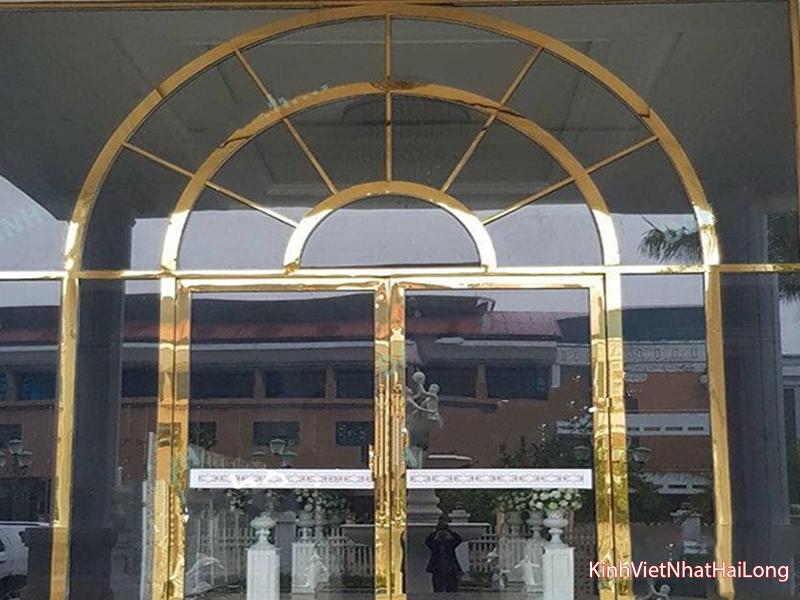 04 lý do nên lắp cửa kính cường lực đẹp thay cho cửa gỗ