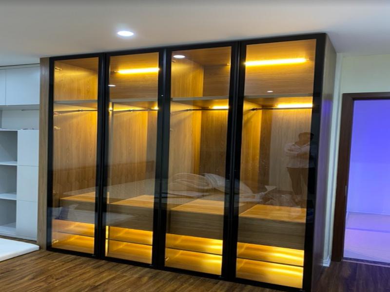 Cánh kính tủ áo kết hợp ánh đèn tủ tạo vẻ đẹp lung linh huyền ảo