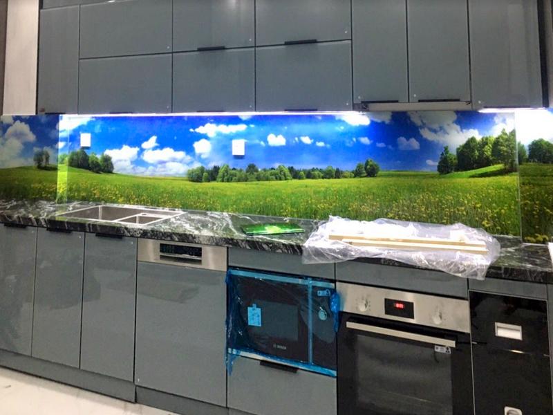 Kính in 3D tạo nét hiện đại và ấm cúng cho không gian bếp