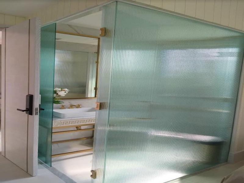 Sản phẩm kính ép lụa tạo không gian riêng tư cho phòng tắm