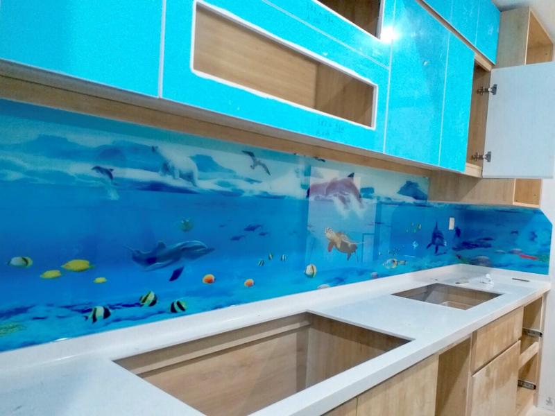 Kính chịu nhiệt ốp bếp in 3d cá sinh động