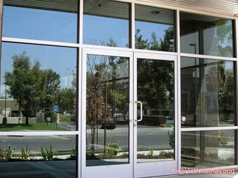 04 lý do lắp cửa kính cường lực 1 chiều cho văn phòng