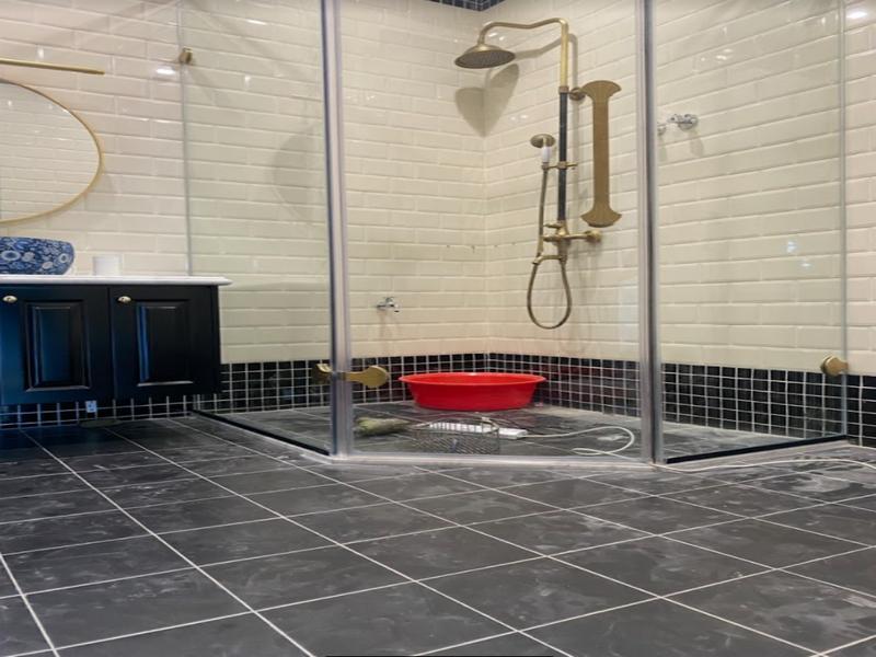 Cabin phòng tắm vát góc