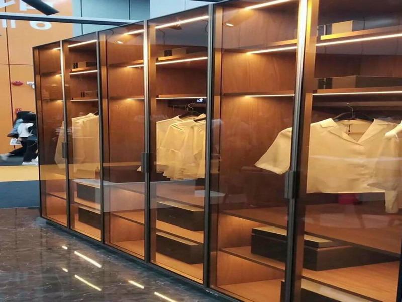 Cánh kính tủ quần áo